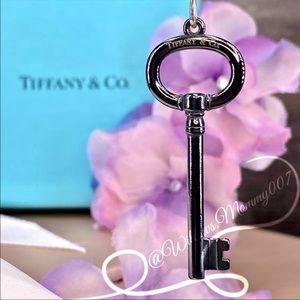 Tiffany & Co. Tiffany Keys Midnight Titanium Oval Key Pendant in Sterling Silver